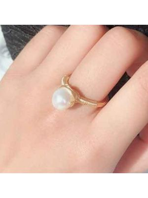 Fresh Water Baroque White Pearl ring
